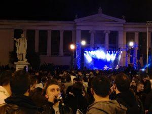 Μεγάλη αντικατασταλτική συναυλία στα Προπύλαια