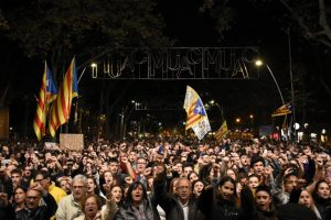Καταλονία – τσουνάμι δημοκρατίας: συνεχίζονται οι μαζικές διαμαρτυρίες για την απελευθέρωση των πολιτικών κρατουμένων