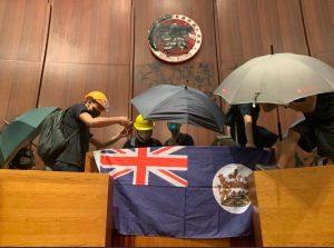 """Elezioni a Hong Kong, alle forze 'anti-Pechino' il 90% dei seggi. Carrie Lam: """"Ascolteremo con umiltà"""""""