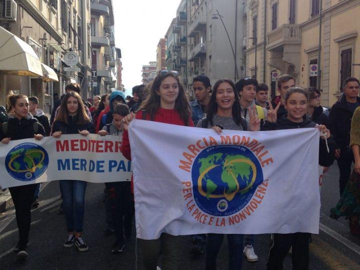La barca per la pace e la nonviolenza finisce il suo giro del Mediterraneo