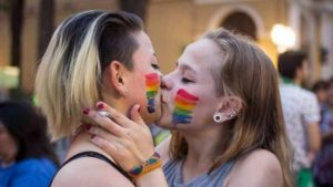 Lisa, picchiata a quindici anni perché lesbica