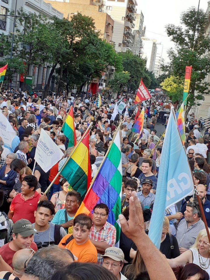 Masiva concentración en Córdoba en apoyo al presidente Evo Morales