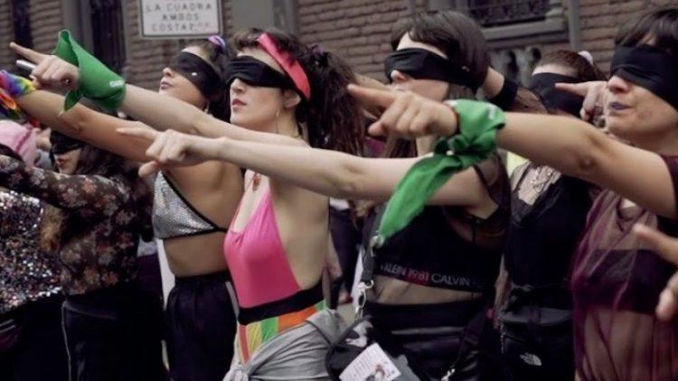 """""""Ein Vergewaltiger auf deinem Weg""""- Chilenische Performance geht weltweit viral"""
