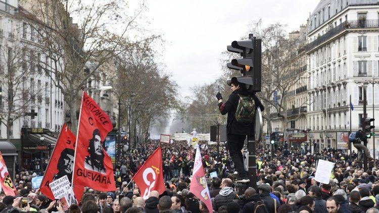 Retraites en France : Face à cette mobilisation historique, le gouvernement peut-il encore tenir bon ?