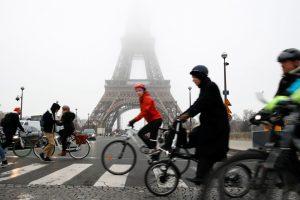 """Metroviários franceses temem """"segunda-feira negra"""" nos transportes"""