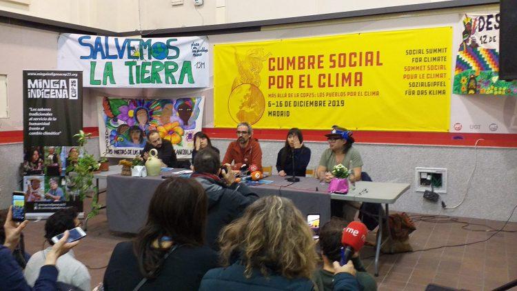 Parallel zur COP25 findet in Madrid der Soziale Gipfel für das Klima statt, bei dem Vertreter indigener Völker zusammen kommen, um alle Menschen dieser Welt aufzufordern, gemeinsam für soziale Gerechtigkeit einzutreten, für alle Völker und für die Bewahrung unserer gemeinsamen Mutter Erde.
