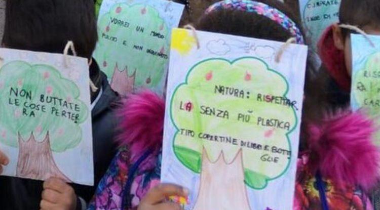 Besorgte Eltern aus der ganzen Welt haben einen Aufruf an die Verhandlungsführer der COP25 in Madrid gestartet, für alle Kinder und deren Zukunft effetkive Maßnahmen zum Klimaschutz zu ergreifen. Koordiniert wurde der Aufruf von Parents For future und Our Kids Climate, unterschrieben haben 222 Eltern-Klima-Gruppen aus 27 Ländern.