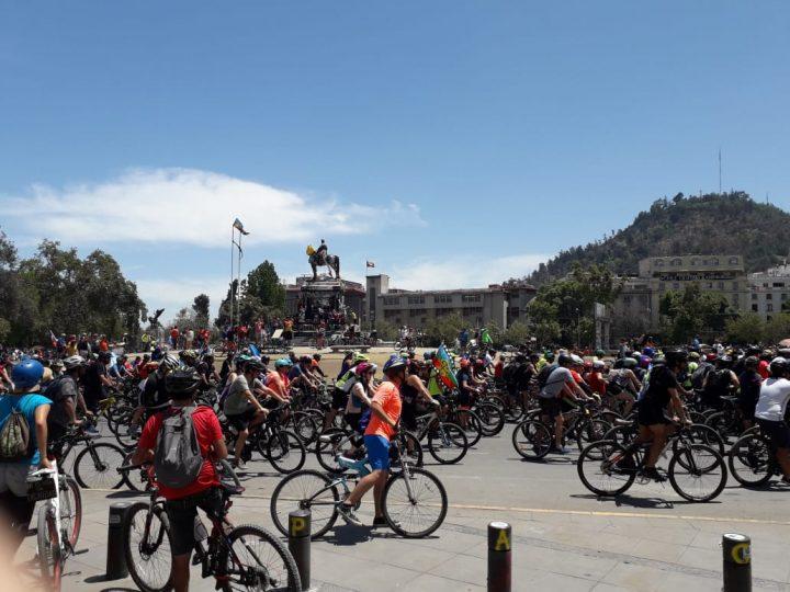 """Χιλή: ποδηλατοδρομία """"για τα γενέθλια του Πινιέρα"""""""