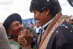 Bolivia: minacce esterne per dividere il MAS, mentre la destra golpista reprime i movimenti popolari