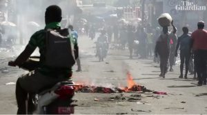 «El racismo de la prensa hace invisibles las protestas en Haití», dice sociólogo y periodista