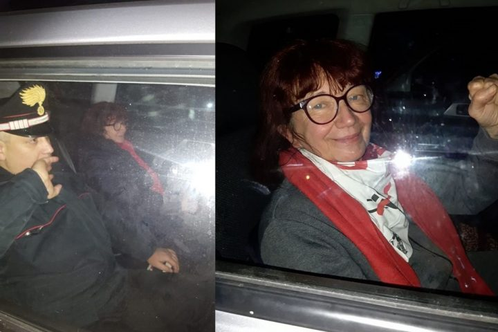 Nicoletta Dosio mentre viene prelevata a casa