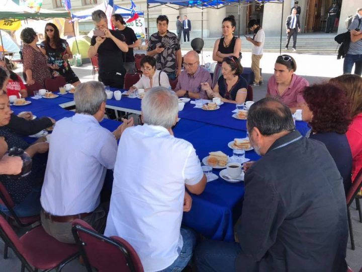 [Chile] Breakfast with foreign press at Campamento Dignidad (Dignity Campsite)