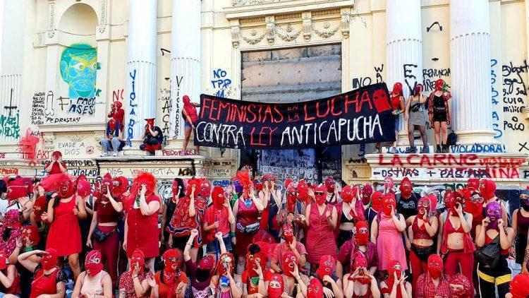 Chili. Les féministes répondent au projet anti-cagoule de Piñera