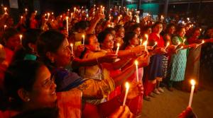 In India le donne in marcia notturna per il diritto agli spazi pubblici