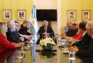 Gobierno argentino firmó un acuerdo con empresarios y gremios para superar la «fragilidad económica»