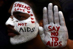AIDS: fai il test. Essere sieropositivi oggi significa anche amare senza protezioni.