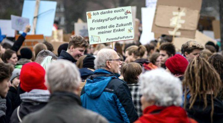 Mahnwache der ParentsForFuture während der Weihnachtspause der wöchentlichen Klimastreiks in Berlin