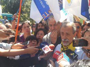 Cile, manifestanti accampati in Plaza de la Justicia a Santiago