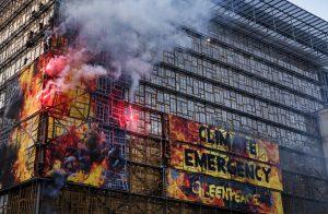 """Attivisti in azione a Bruxelles: """"UE si impegni di più per contrastare emergenza climatica"""""""