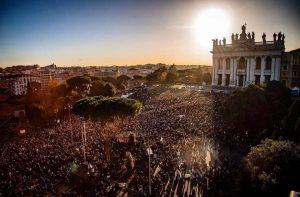 """Sardine a Roma, piazza San Giovanni stracolma. Gli organizzatori: """"Obiettivo raggiunto"""""""