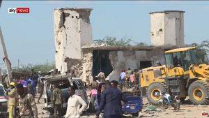Ao menos 90 pessoas morrem e 90 ficam feridos em atentado a bomba na Somália