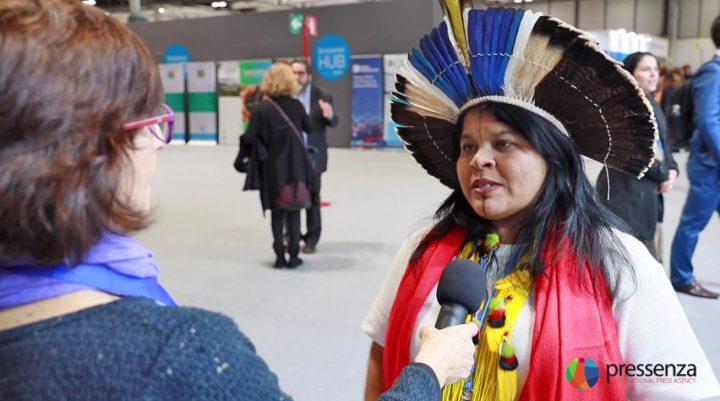 """Sonia Guajajara: """"América Latina não aceita mais esse neoliberalismo, essa imposição, essas injustiças""""."""