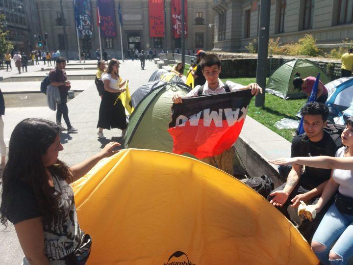 Sin marchas, sin violencia: Campamento Dignidad en Chile