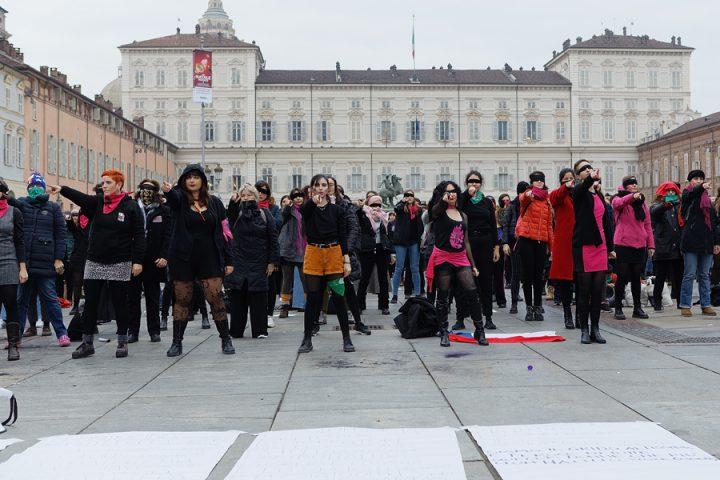 "Flash mob ""Un Violador en tu Camino"" a Torino"