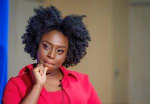 """Chimamanda Adichie: """"Ser feminista no es solo cosa de mujeres"""""""