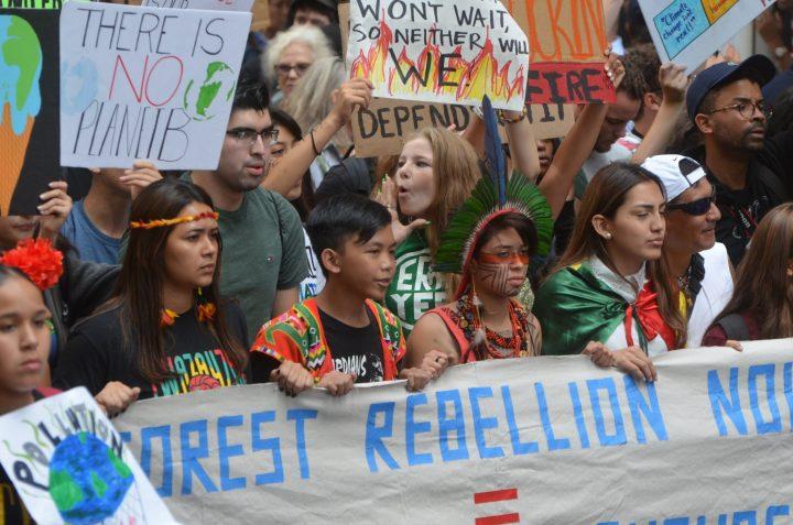 Come la Generazione Z sta guidando il movimento per il clima