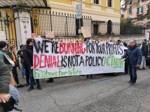 Protesta a Roma davanti all'ambasciata australiana. Basta negazionismo!