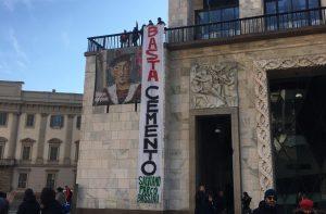 """Milano, comitato """"Salviamo il parco Bassini"""" dopo il flash-mob in piazza Duomo"""