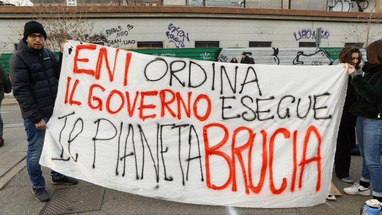 Fridays For Future Flash Mob a Torino contro Eni
