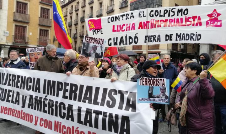 Guaidó é recebido com protestos na Espanha, e premiê recusa reunião