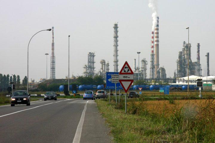 Trivelle, processi, disastri ambientali: ecco perché ENI non può insegnare sostenibilità