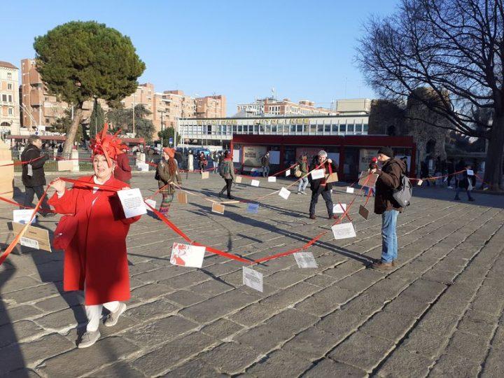La sottile linea rossa: l'ultima azione di Extinction Rebellion a Bologna