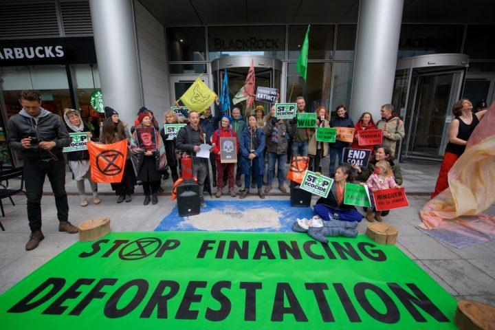 Extinction Rebellion prangert den falschen Umweltschutz von BlackRock an