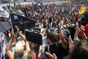 Milhares marcham em Santiago do Chile contra a repressão