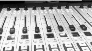 Ecuador: Arcotel dispone la extinción del título habilitante de Radio Pichincha Universal