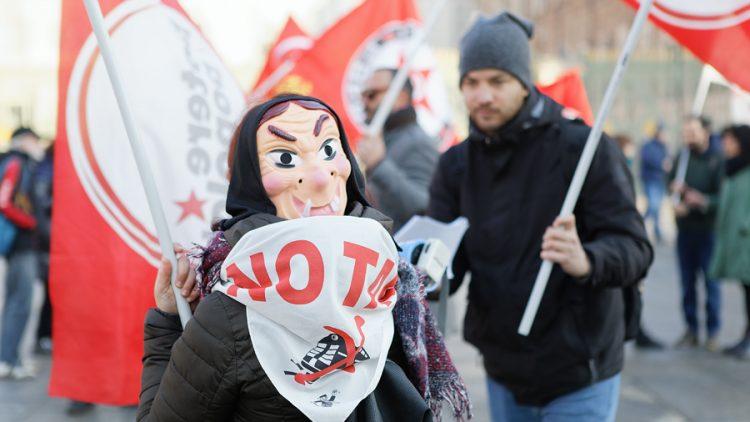 Potere al popolo in piazza a Torino per Nicoletta Dosio