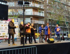 Fiesta del barrio de Sant Antoni: parlamento de Pressenza Barcelona
