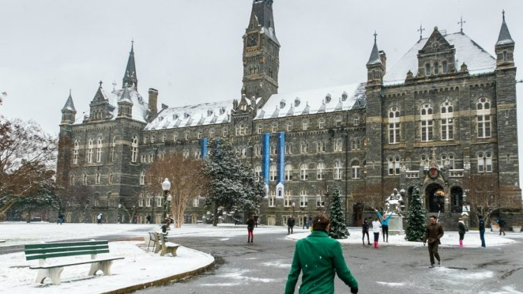 'Gros changement à l'horizon' : Alors que Georgetown annonce le désinvestissement des combustibles fossiles, les étudiants américains exigent que leurs écoles suivent le mouvement