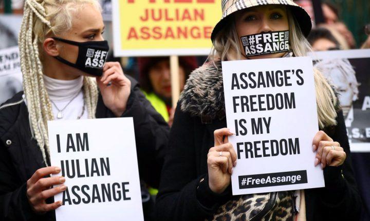 Julian Assange tenta escapar de extradição para os Estados Unidos