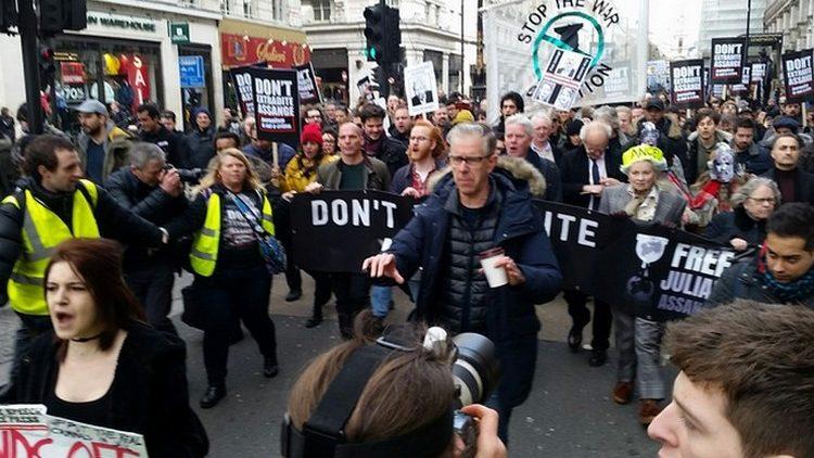 Protestmarsch in London: Keine Auslieferung von Assange