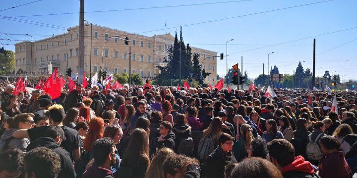 Μαζική πορεία στην Αθήνα για το ασφαλιστικό