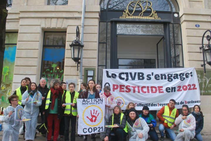 Bordeaux : 24 citoyen·n·es repeignent le CIVB pour dénoncer les pesticides