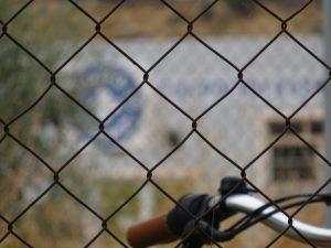 Εντάσεις ξεσπούν στα νησιά μπροστά στις εχθρικές πολιτικές της κυβέρνησης για το άσυλο