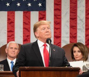 Trump e il coronavirus: dubbi, falsità e qualche luce