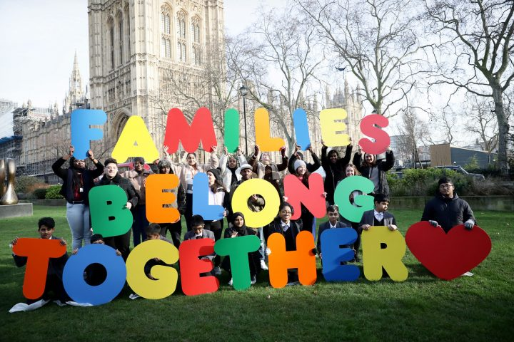 UK: School children hand in 75,000-strong petition to reunite refugee families