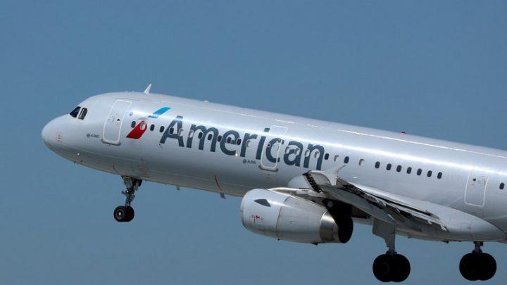 Una pareja de judíos ortodoxos demanda a American Airlines por discriminación religiosa tras ser expulsada del avión